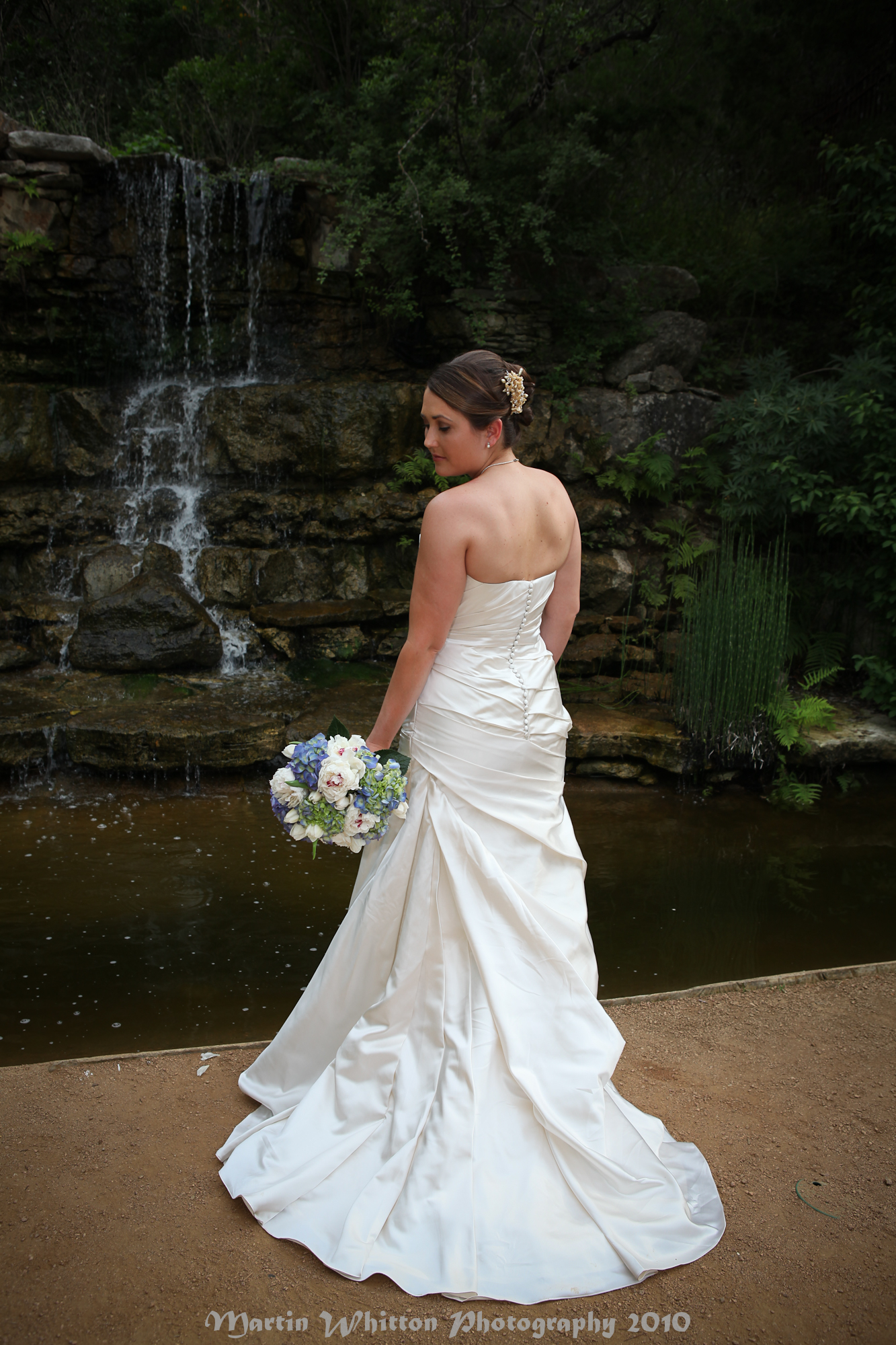 Bride poses, Bridal pictures and Picture poses on Pinterest