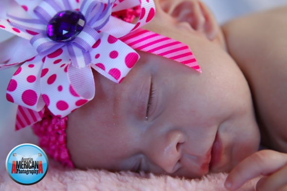 baby photo with bow